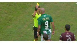 El ataque de furia de Santiago Silva contra el árbitro Germán Delfino