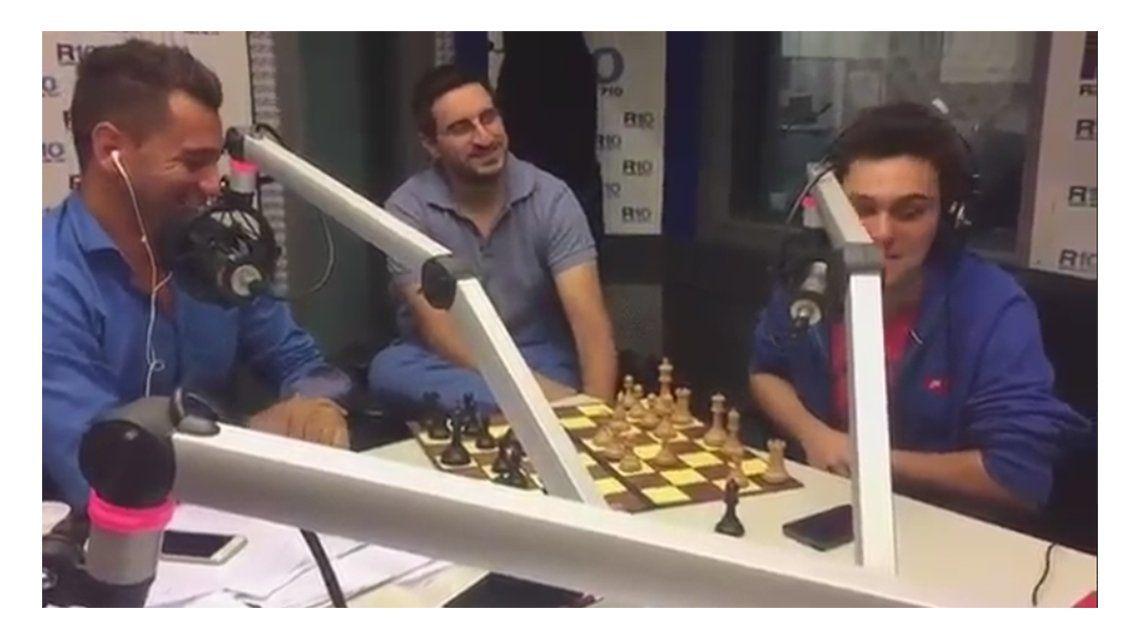 Cecilio Flematti desafió al Messi del ajedrez en los estudios de Radio 10