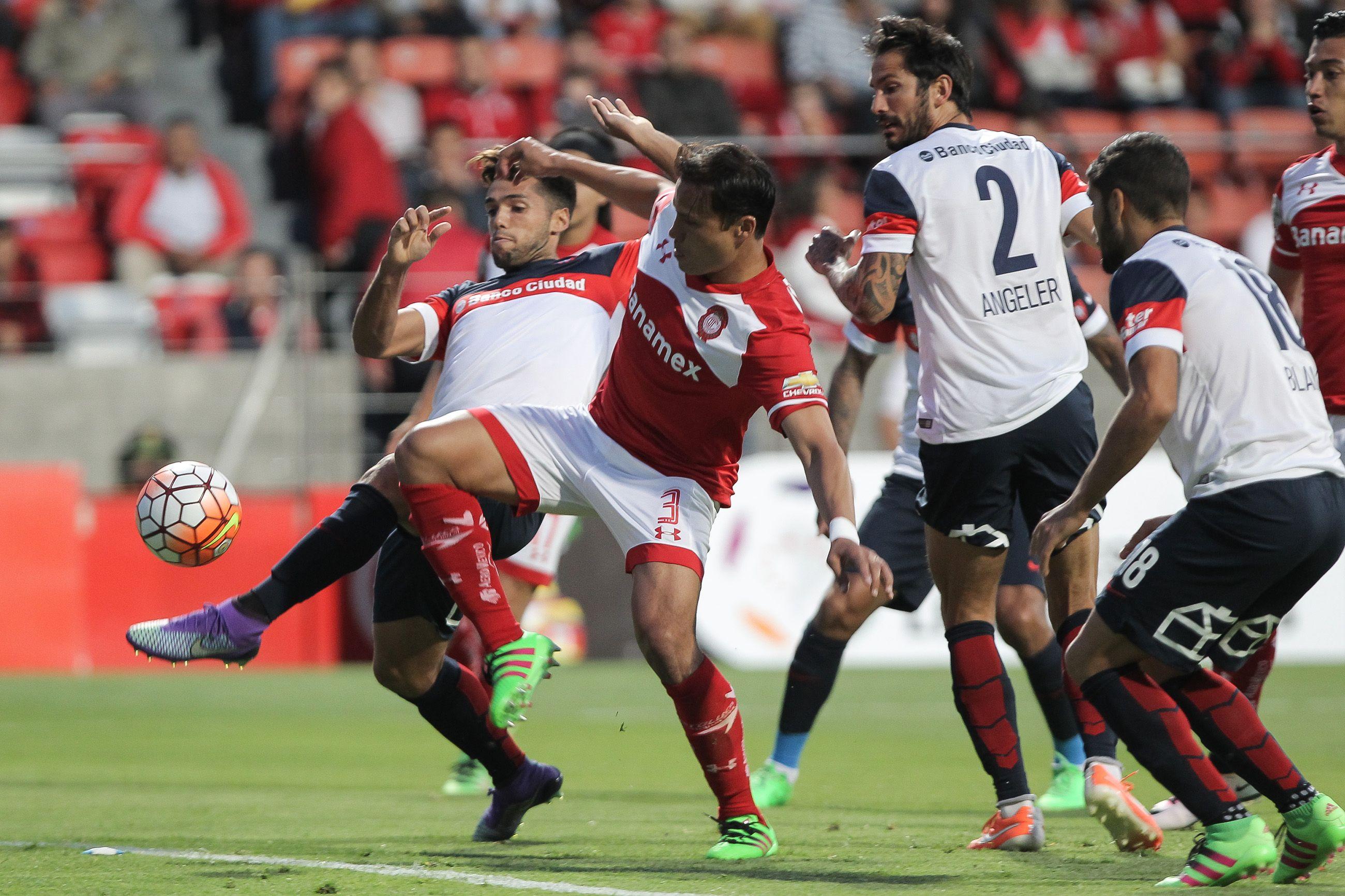 Toluca se lo dio vuelta a San Lorenzo y lo dejó casi afuera de la Copa