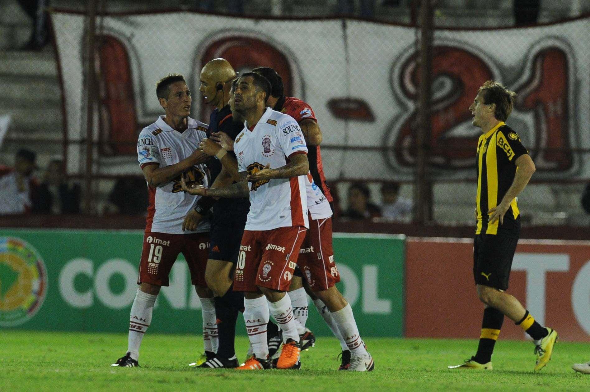Los goles anulados que desataron el escándalo en el final en Parque Patricios