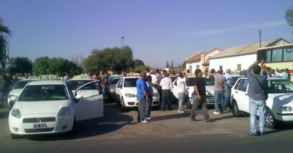 Por aumento de GNC, taxistas toman estaciones de servicio