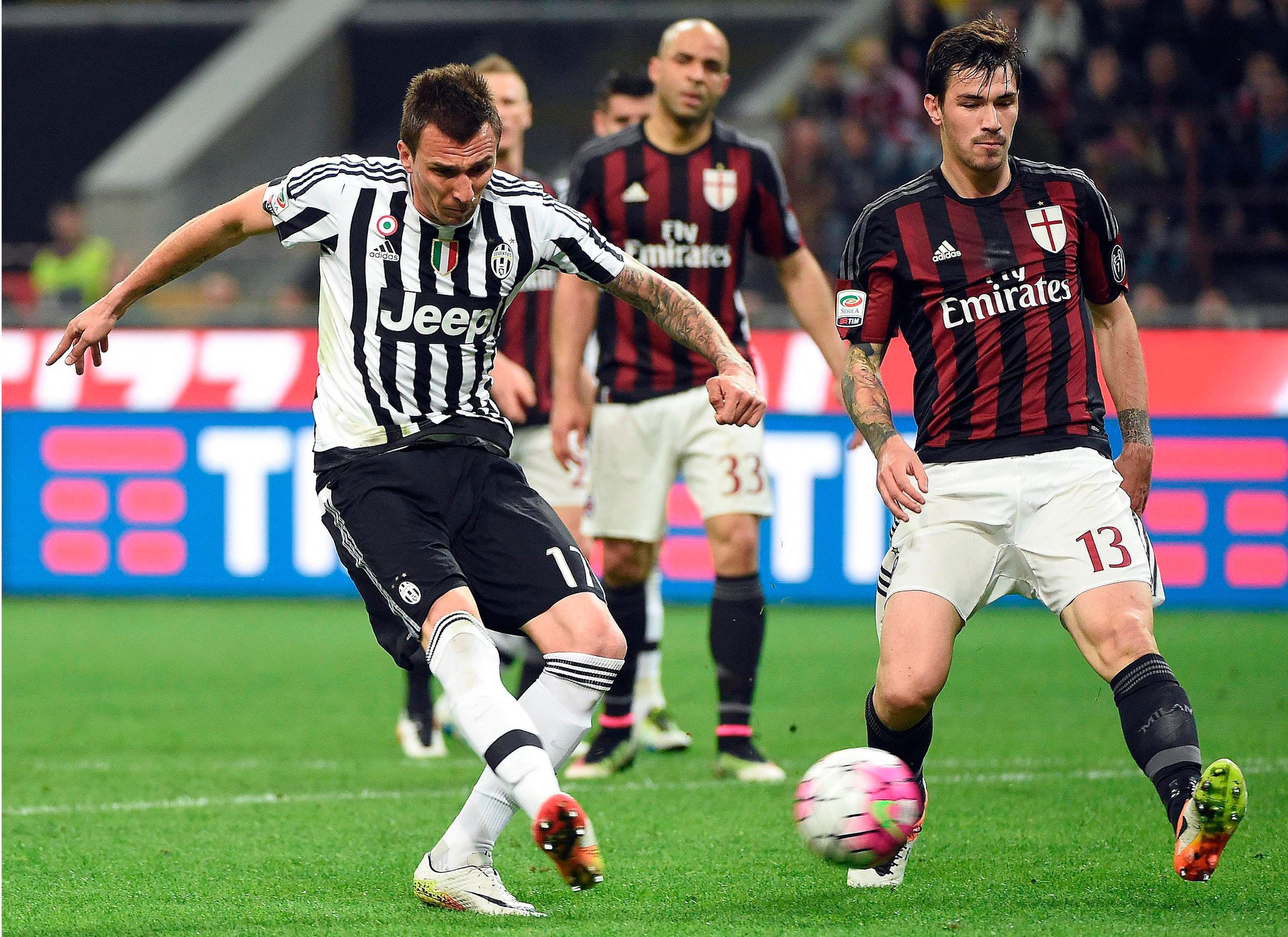 Juventus se lo dio vuelta al Milan y se aferró a la cima