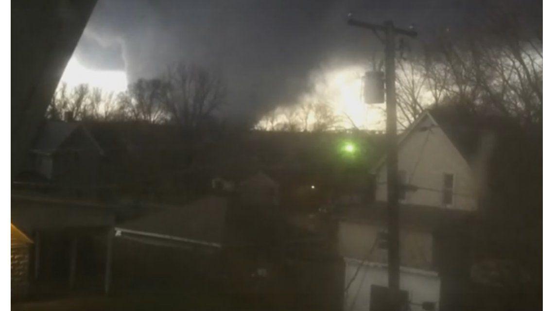 Un hombre grabó el tornado que arrasó con su casa y mató a su mujer