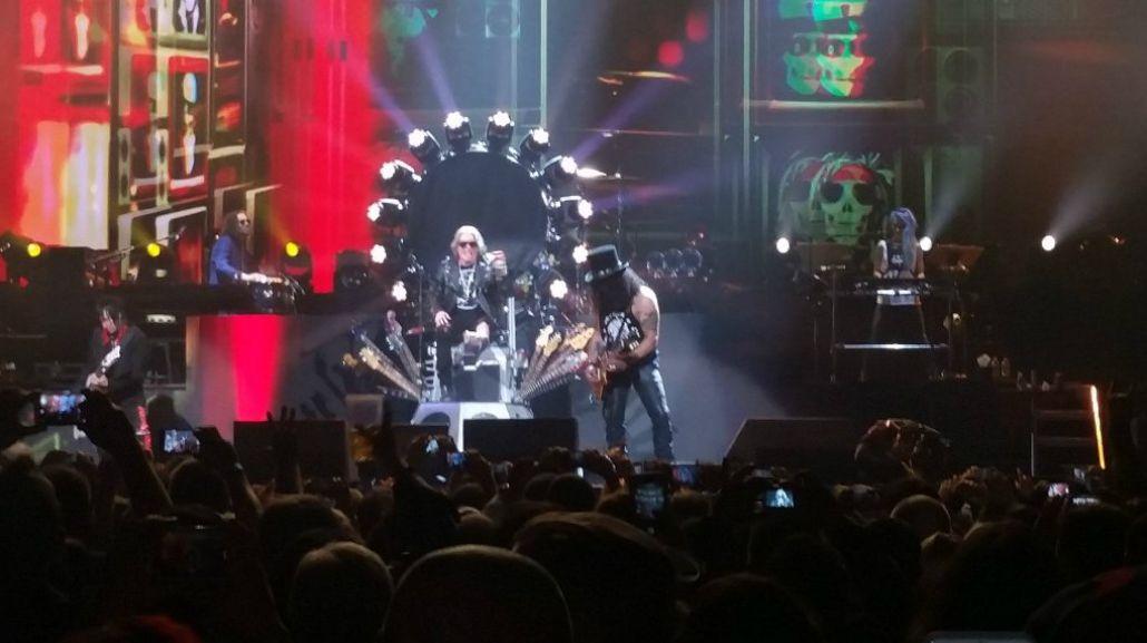 VIDEOS Guns NRoses inició su gira reunión en Las Vegas, con Axl Rose enyesado