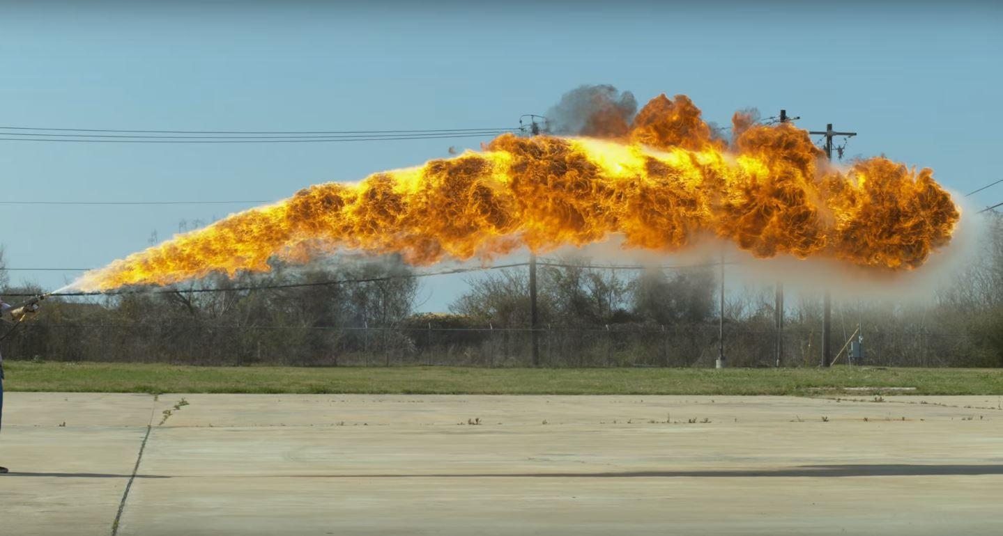 VIDEO: Filman un lanzallamas en cámara lenta y el resultado es espectacular