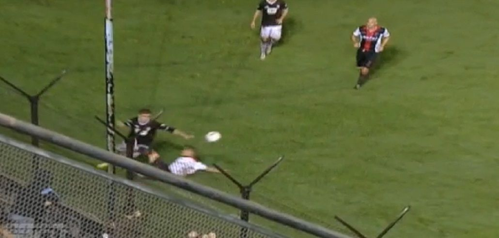 Ni transpiró: un jugador fue expulsado 8 segundos después de haber ingresado