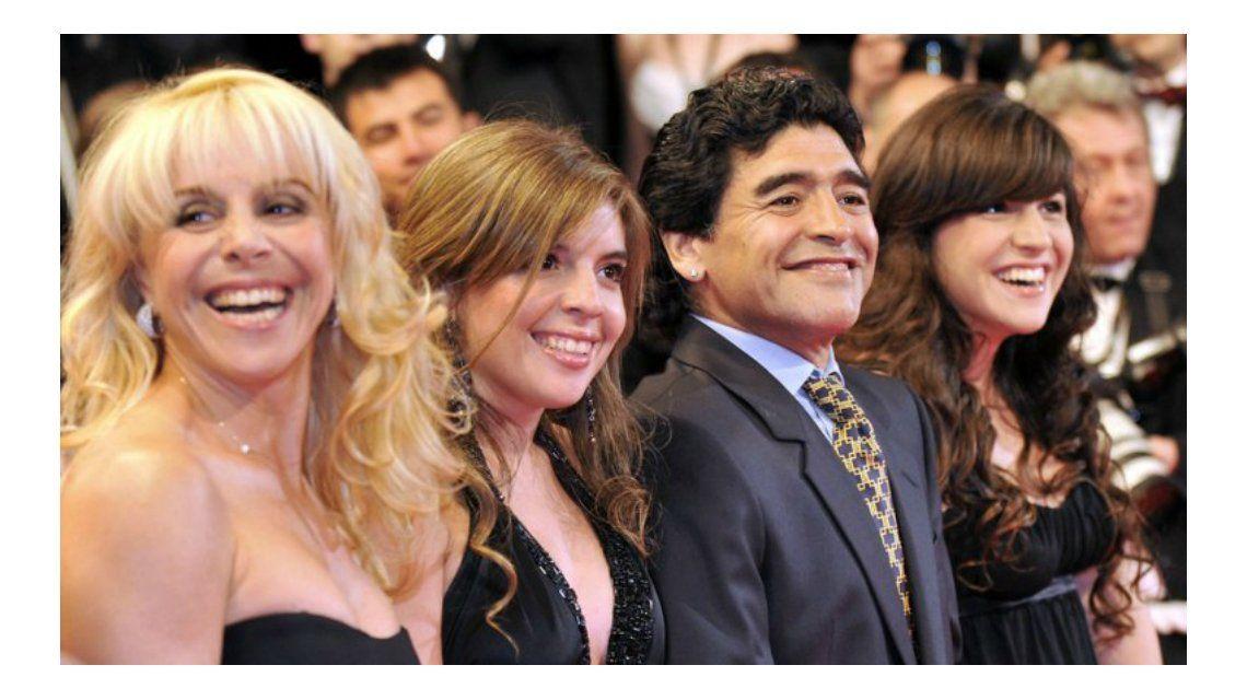 Claudia Villafañe responde: Diego le está haciendo daño a sus hijas