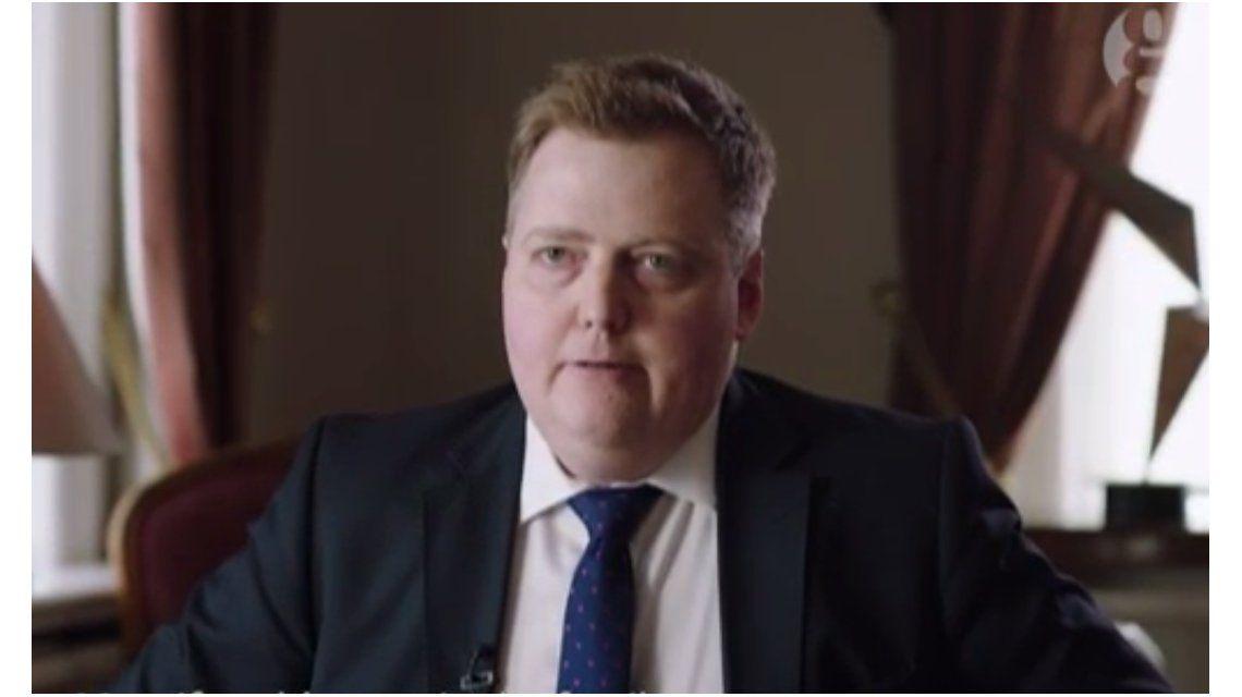VIDEO: Así abandonó una entrevista el premier islandés cuando le preguntaron por su empresa offshore
