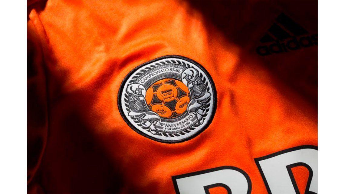 Historia pura: River presentó oficialmente su camiseta naranja