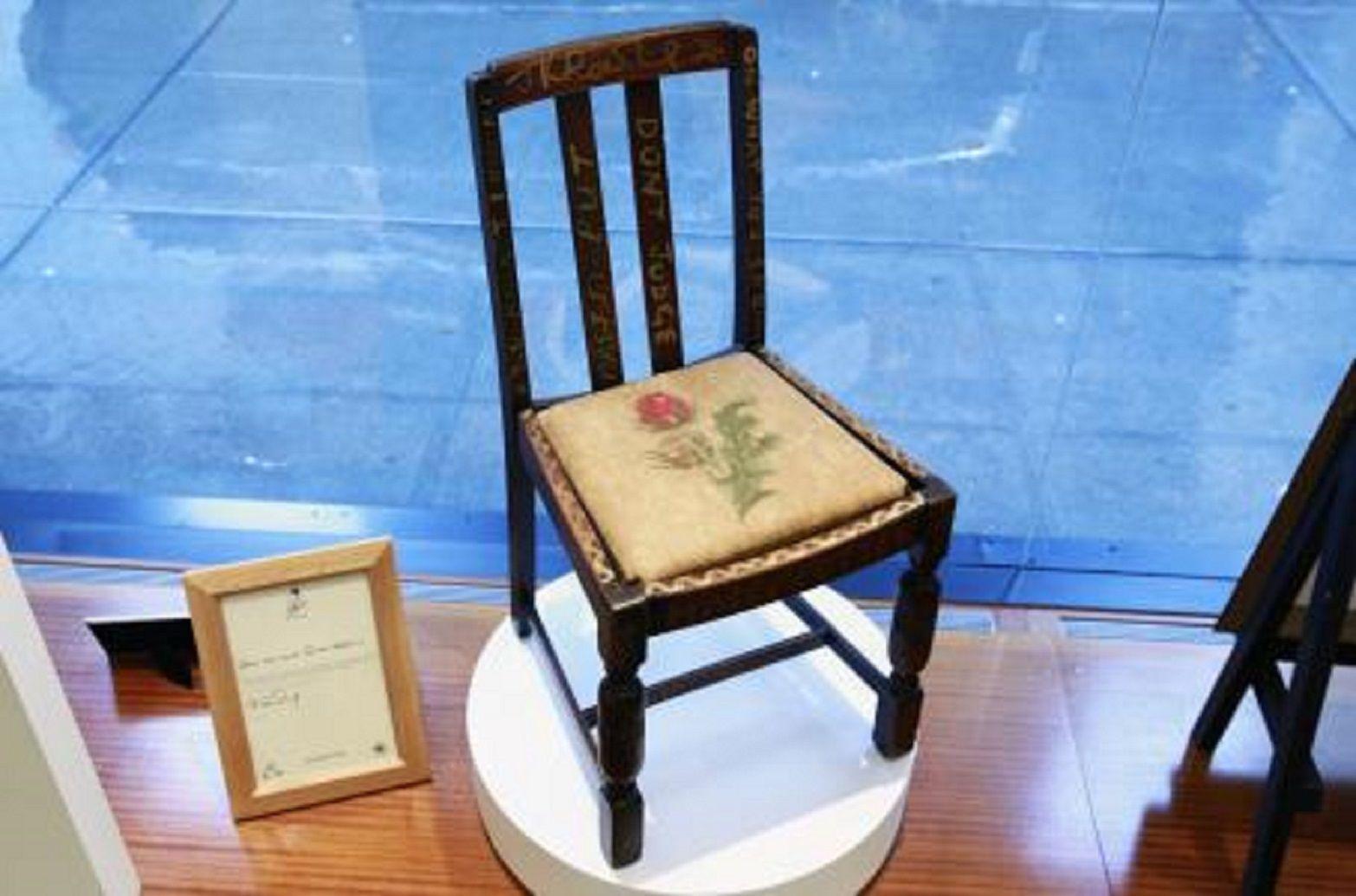 Subastan la silla en la que J.K. Rowling escribió la saga de Harry Potter