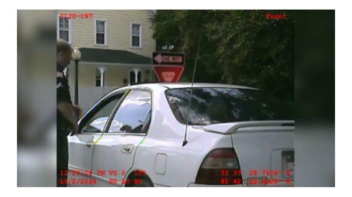 Exceso policial: difunden un video de cómo un oficial abusa de un detenido