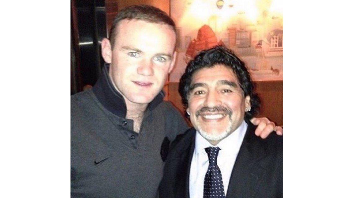 ¿Preguntó por La Mano de Dios? Mirá la foto que publicó Rooney con Maradona