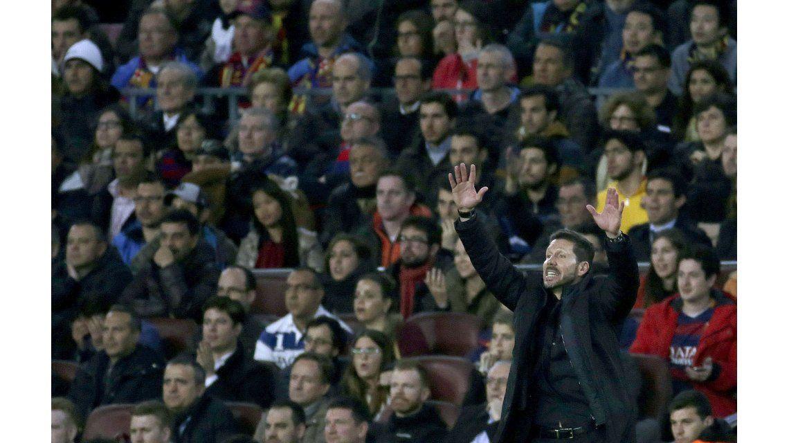 Polémico: ¿Simeone mandó a sus jugadores a que le peguen a Messi?