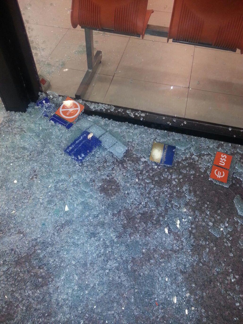 #DíaDeFuria: destruyó un banco porque el cajero le retuvo la tarjeta