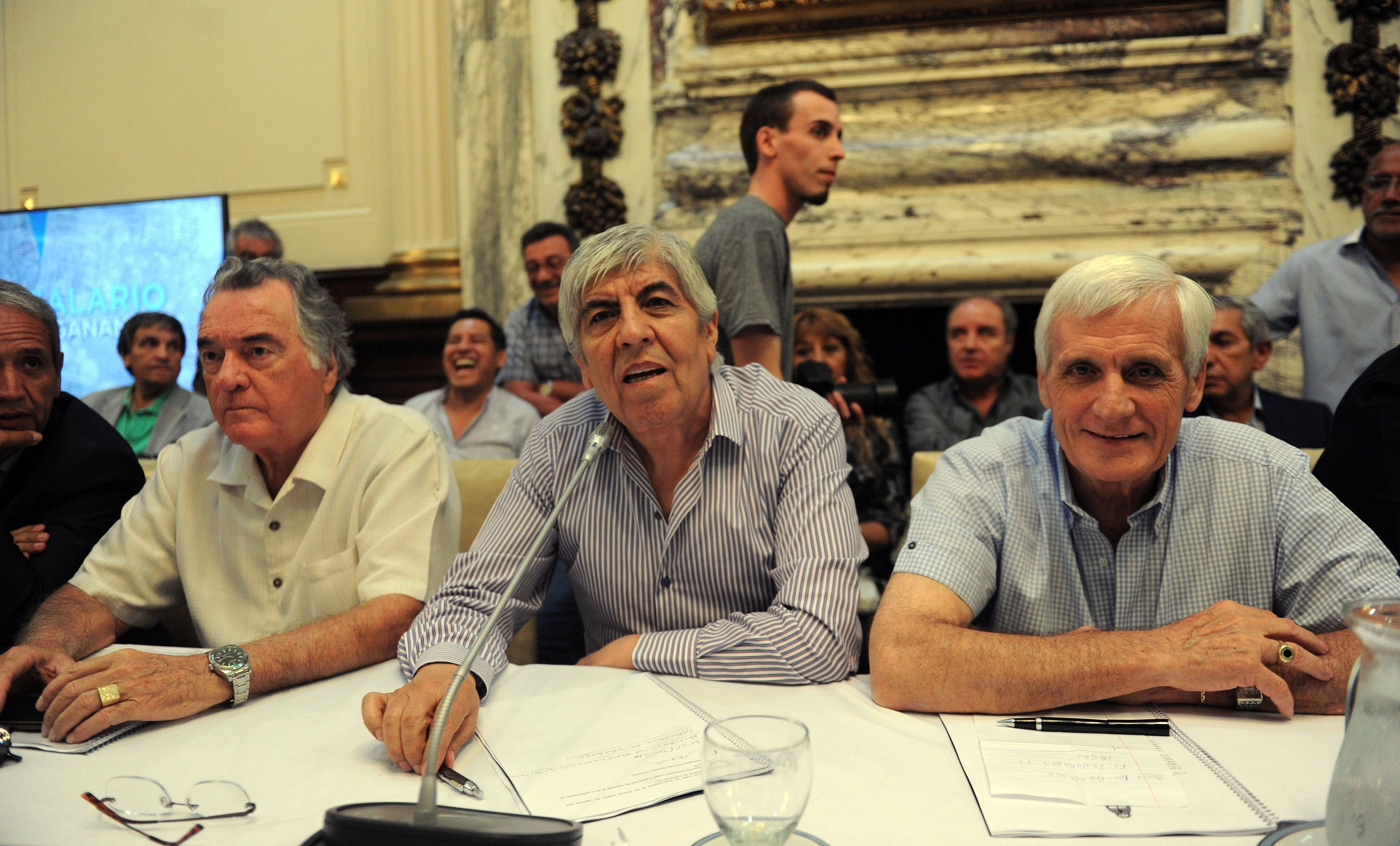 Los jefes de las centrales sindicales se reunieron con diputados opositores