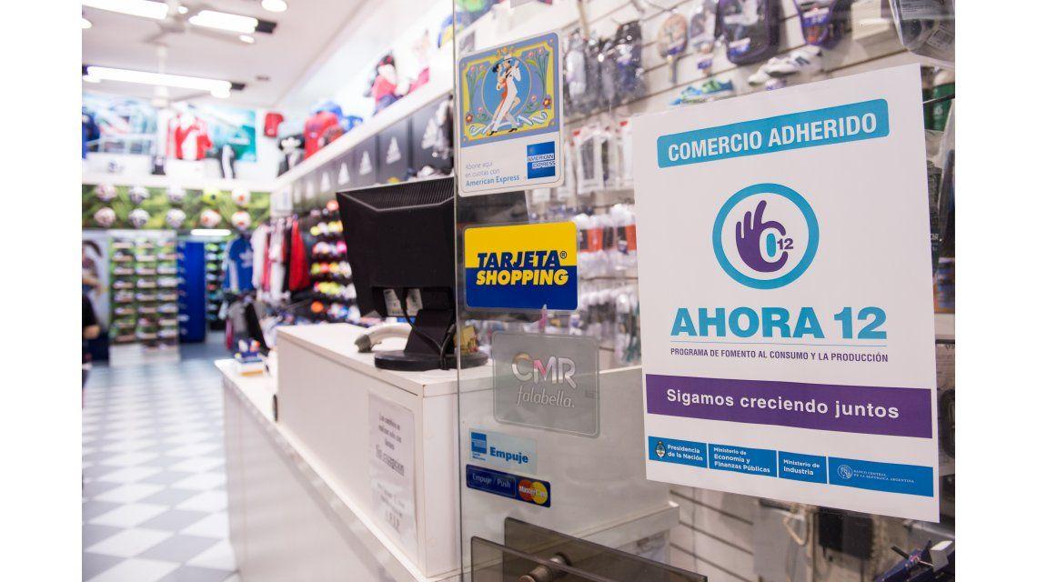El gobierno analiza elevar de 12 a 18 e incluso hasta 24 la cantidad de cuotas del Ahora 12 para reflotar el consumo
