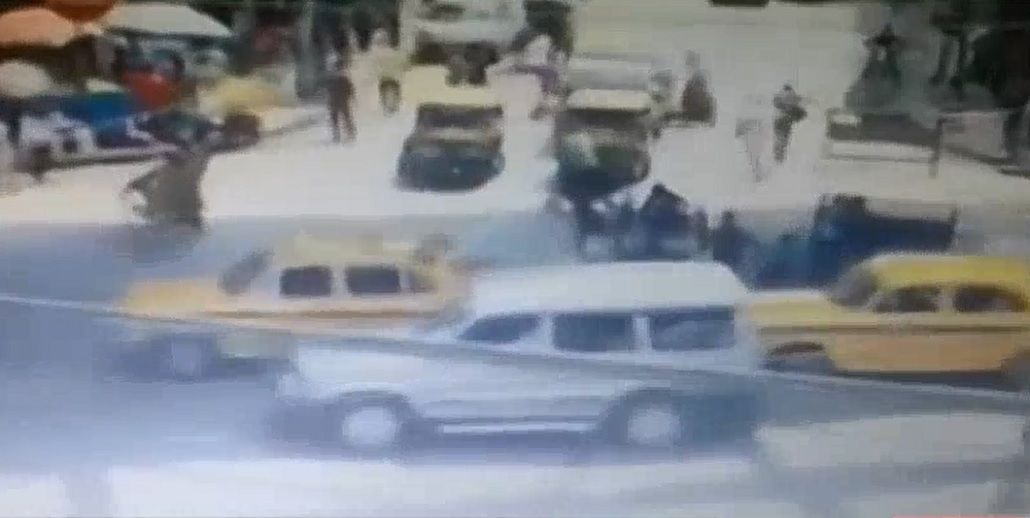 VIDEO: Así fue el derrumbe del puente de Calcuta