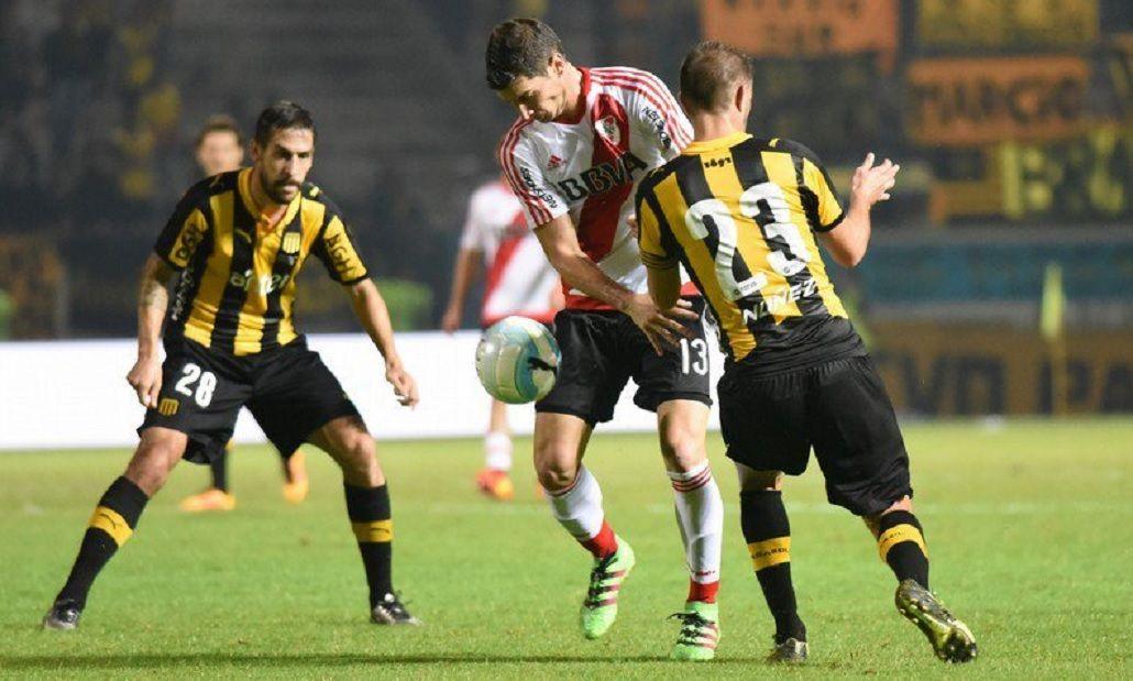 River perdió con Peñarol y se lesionó Barovero