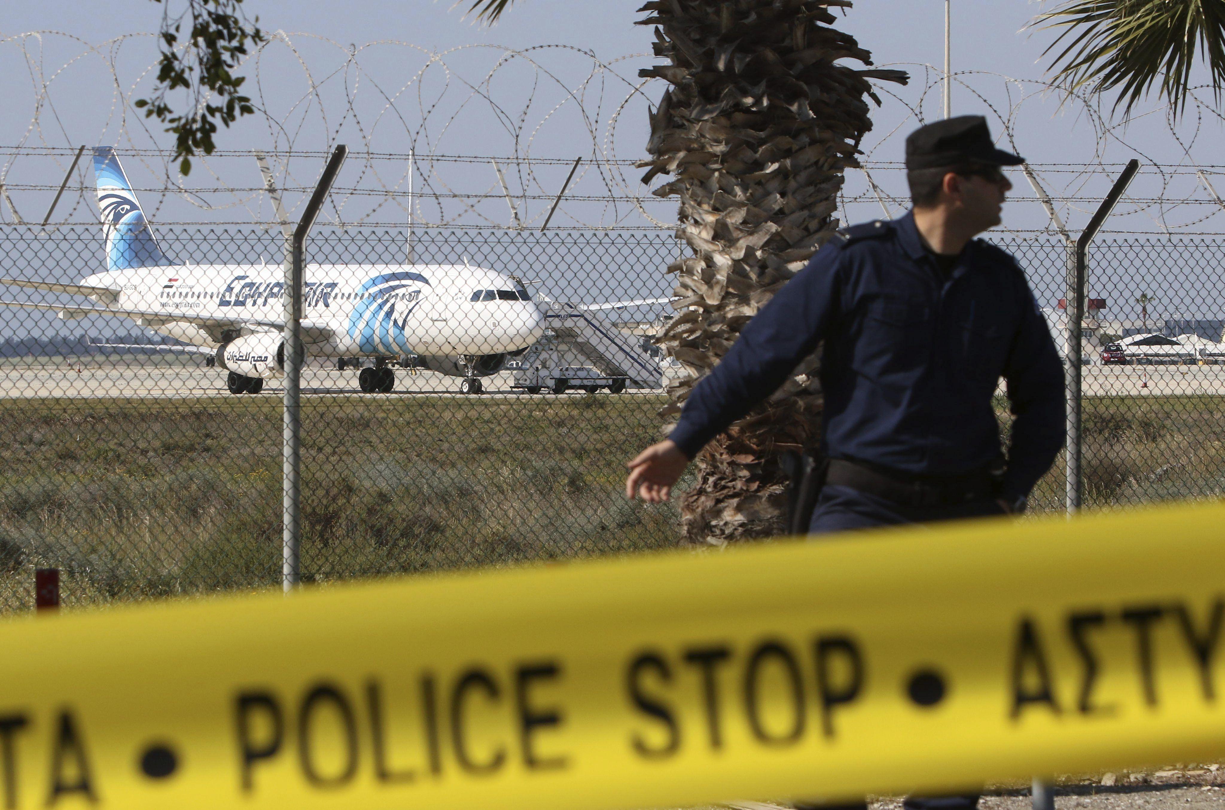 El secuestro del avión de EgyptAir habría sido por una mujer