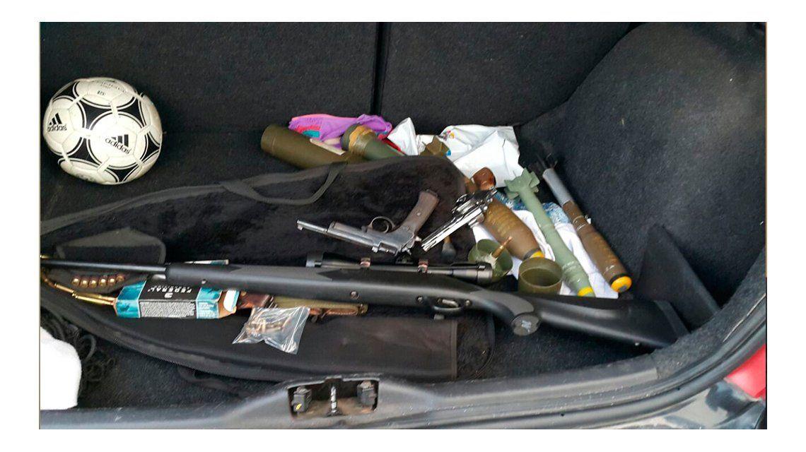 Armados hasta los dientes: detienen a jóvenes con granadas antitanque
