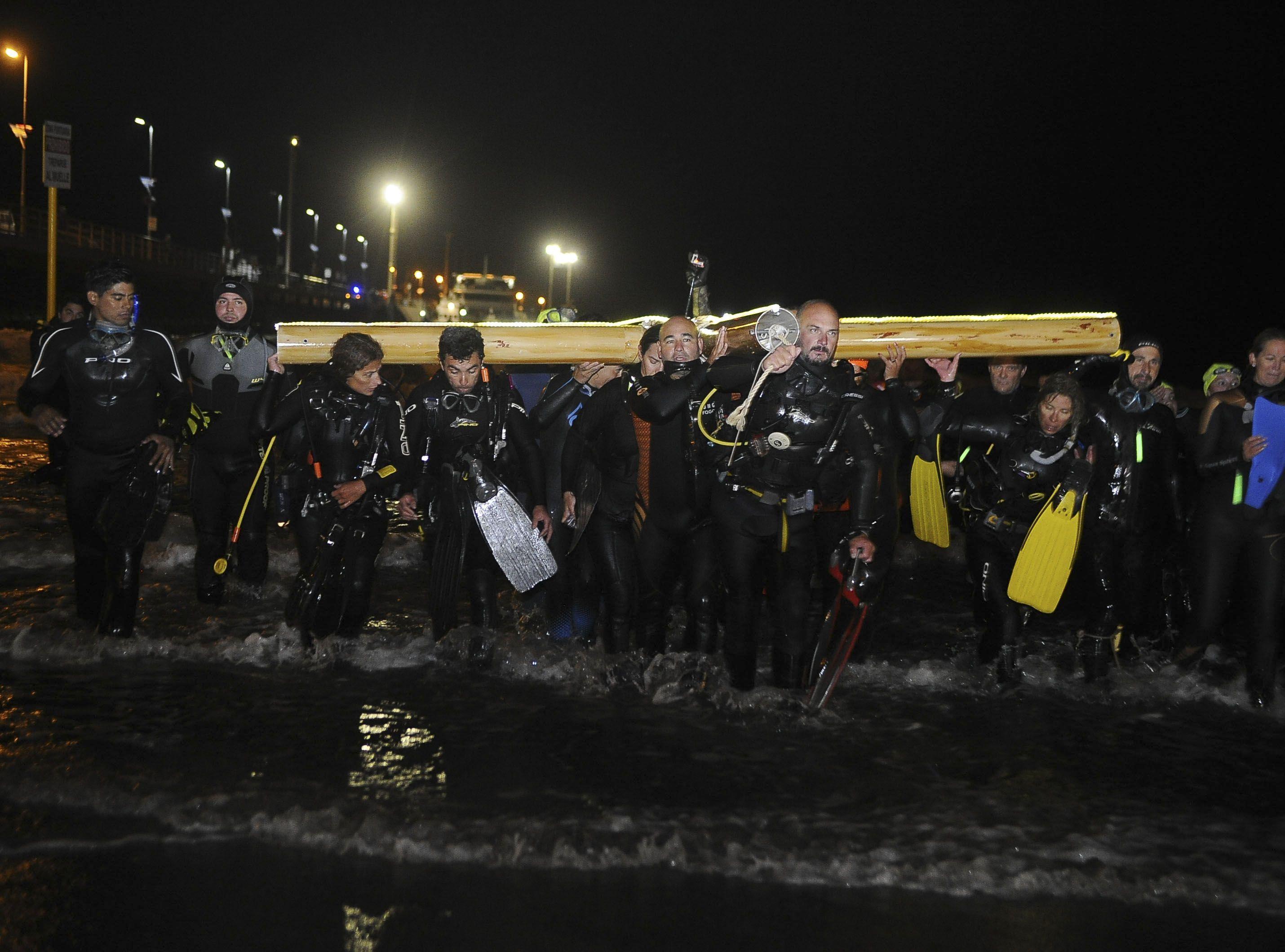 Via crucis al fondo del mar: una locura que se hizo costumbre en Madryn