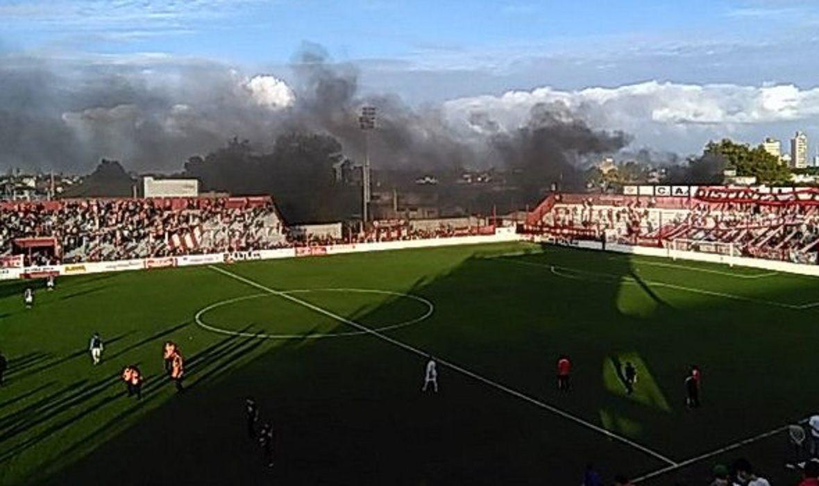 Violencia en el ascenso: suspenden un partido por incidentes fuera del estadio