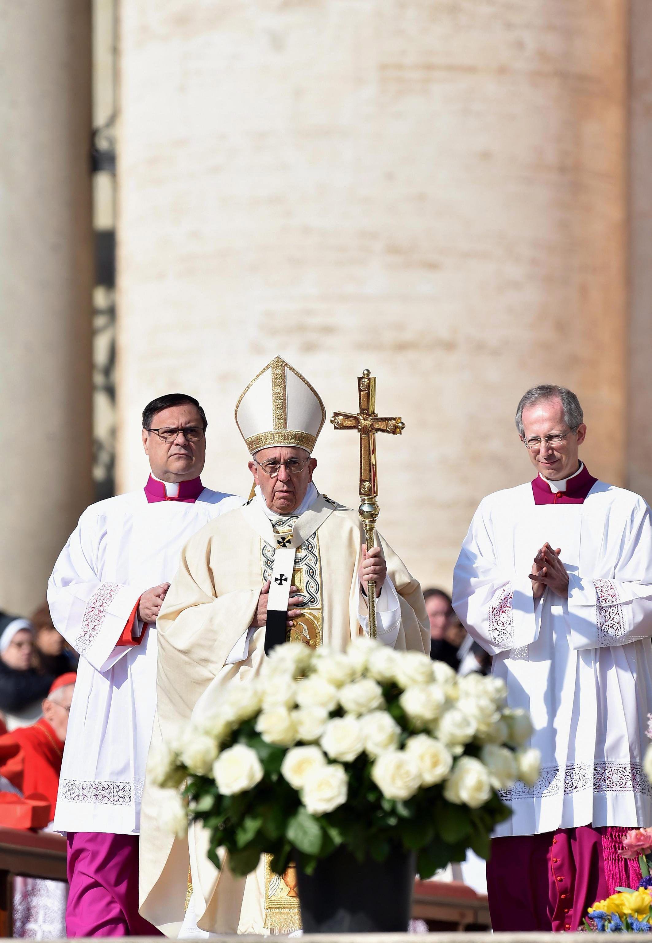 El Papa lamentó la ciega y brutal violencia que no cesa de derramar sangre