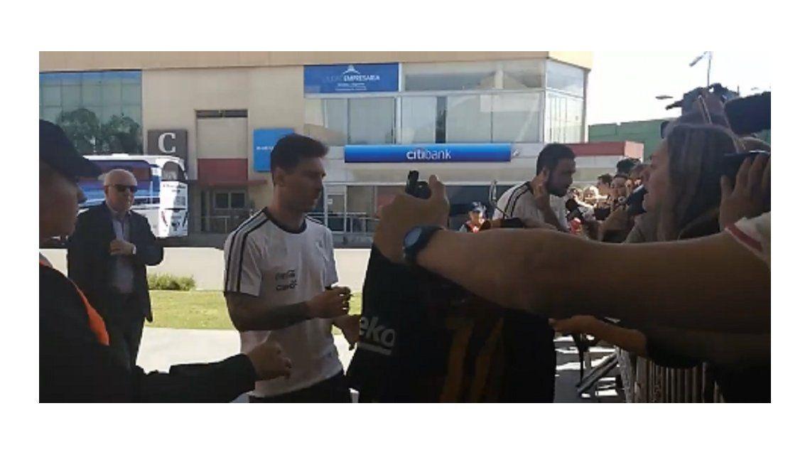 El plantel argentino ya está en Córdoba y saludó a la gente
