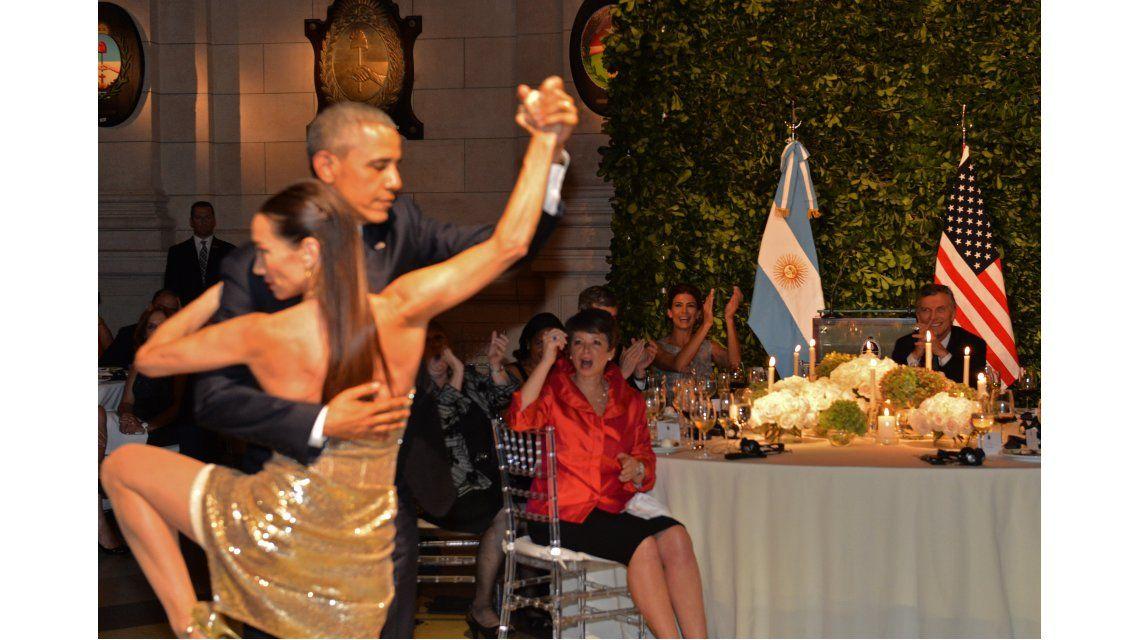 Obama se animó a bailar tango en la cena de honor en el CCK