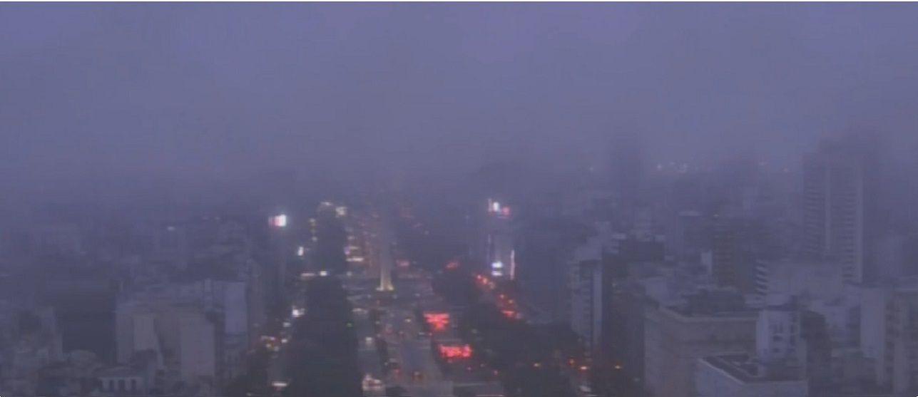 No se ve nada: la Ciudad amaneció en medio de densos bancos de niebla