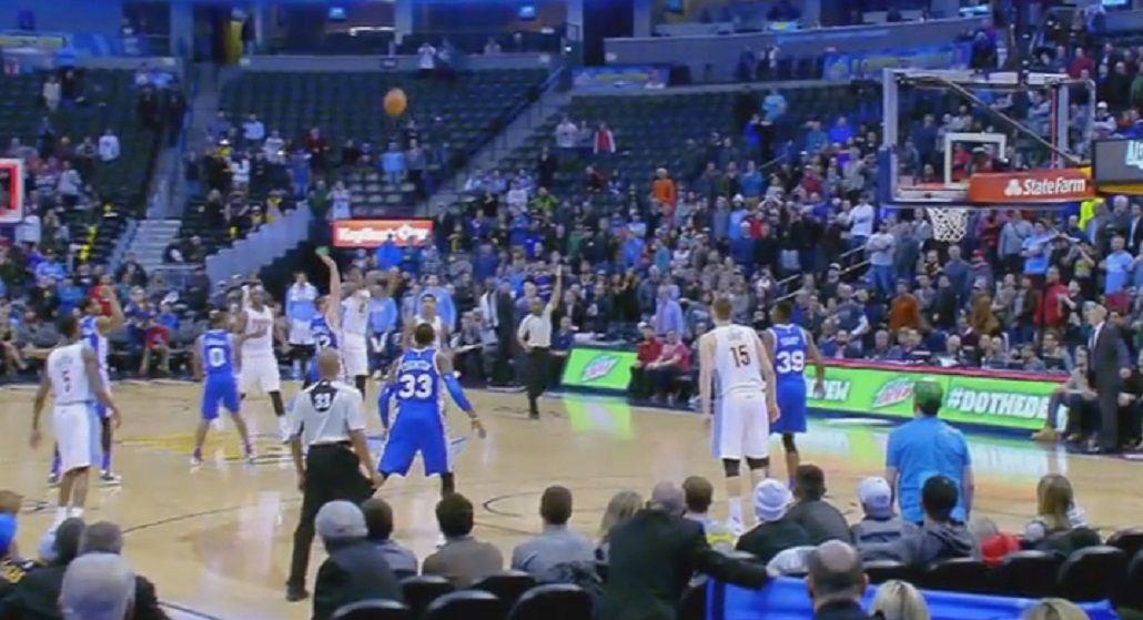 Infartante: mirá el tiro poco ortodoxo con el que se definió un partido de NBA