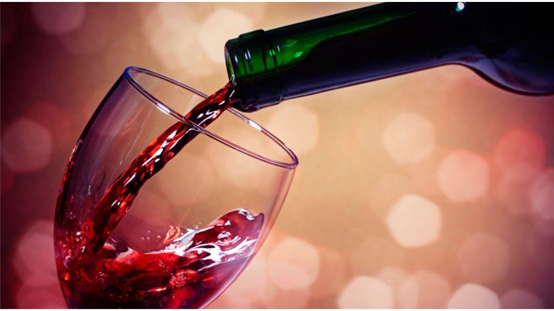 Todos alegres: la mitad de los argentinos toma vino en forma habitual