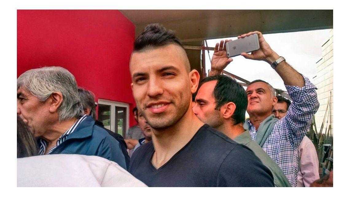 Agüero visitó Independiente y volvió a prometer: Me voy a retirar acá