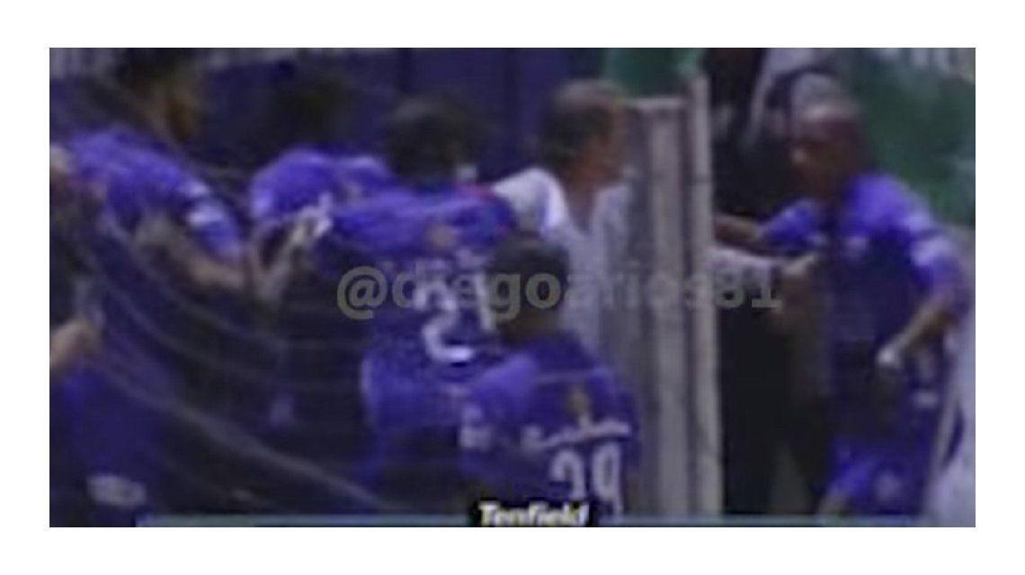Conmoción en el fútbol uruguayo: dos compañeros se agarraron a las piñas