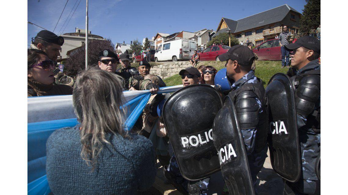 Protestas en Bariloche en contra de la visita de Obama