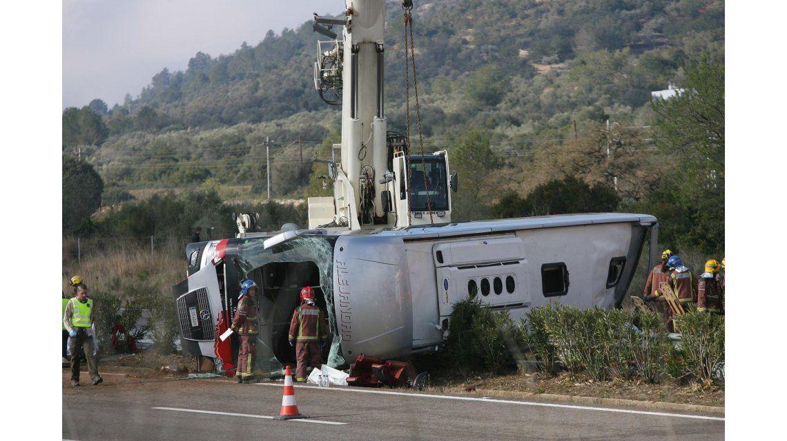 Al menos 14 estudiantes murieron al chocar un micro en Tarragona