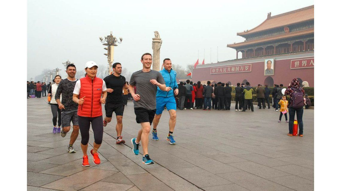 Zuckerberg se reunió en Pekín con el jefe de propaganda de China