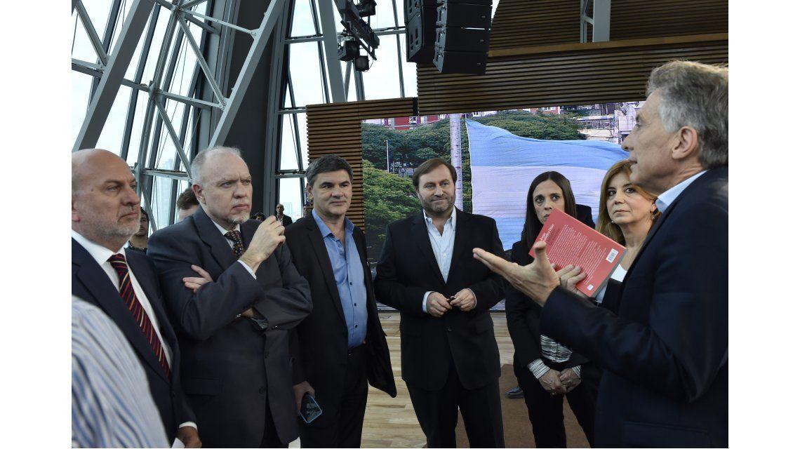 Macri afirmó que hay un millón y medio de empleados públicos de más