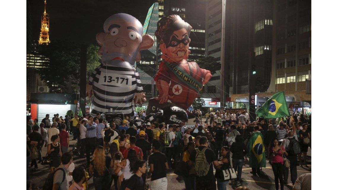 Masivas protestas en Brasil en reclamo de la renuncia de Dilma