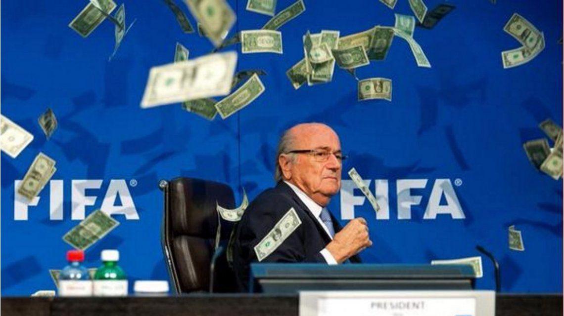Continúa el escándalo: FIFA publicó cuánto fue el último sueldo de Blatter