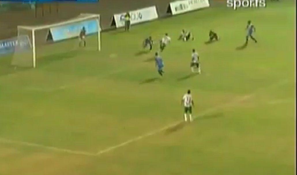 ¡Está intacto! Mirá el gol de taco del Ogro Fabbiani en la B de Ecuador