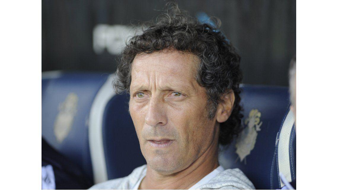 Troglio no resistió la derrota en el clásico: Gimnasia lo despidió
