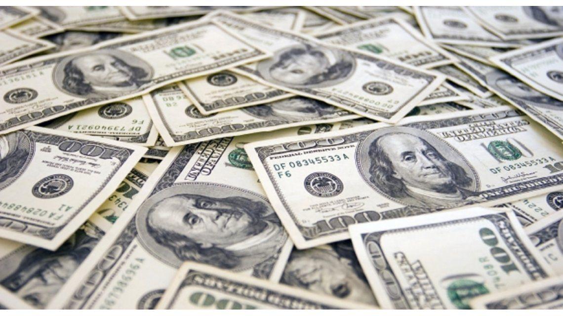 El dólar pegó otro salto importante: trepó 31 centavos a $15,43