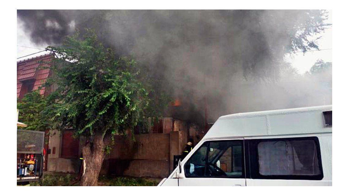 Dejó una vela encendida y se fue de su casa: casi pierde todo por un incendio