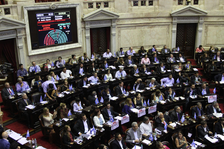 Diputados debate la validez de los DNU y la designación de auditores a la AGN