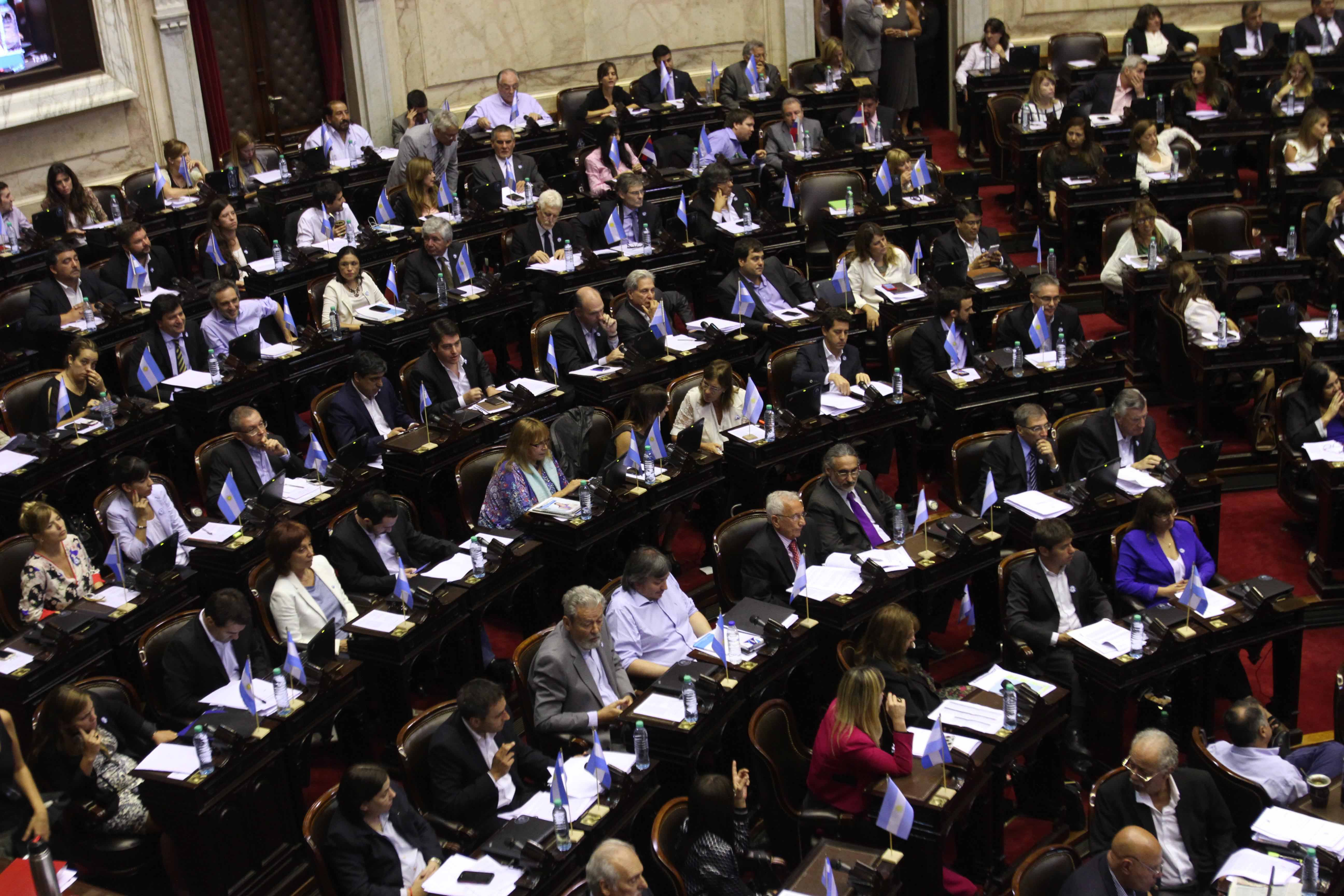 Tras casi 20 horas de debate, Diputados aprobó el acuerdo con buitres