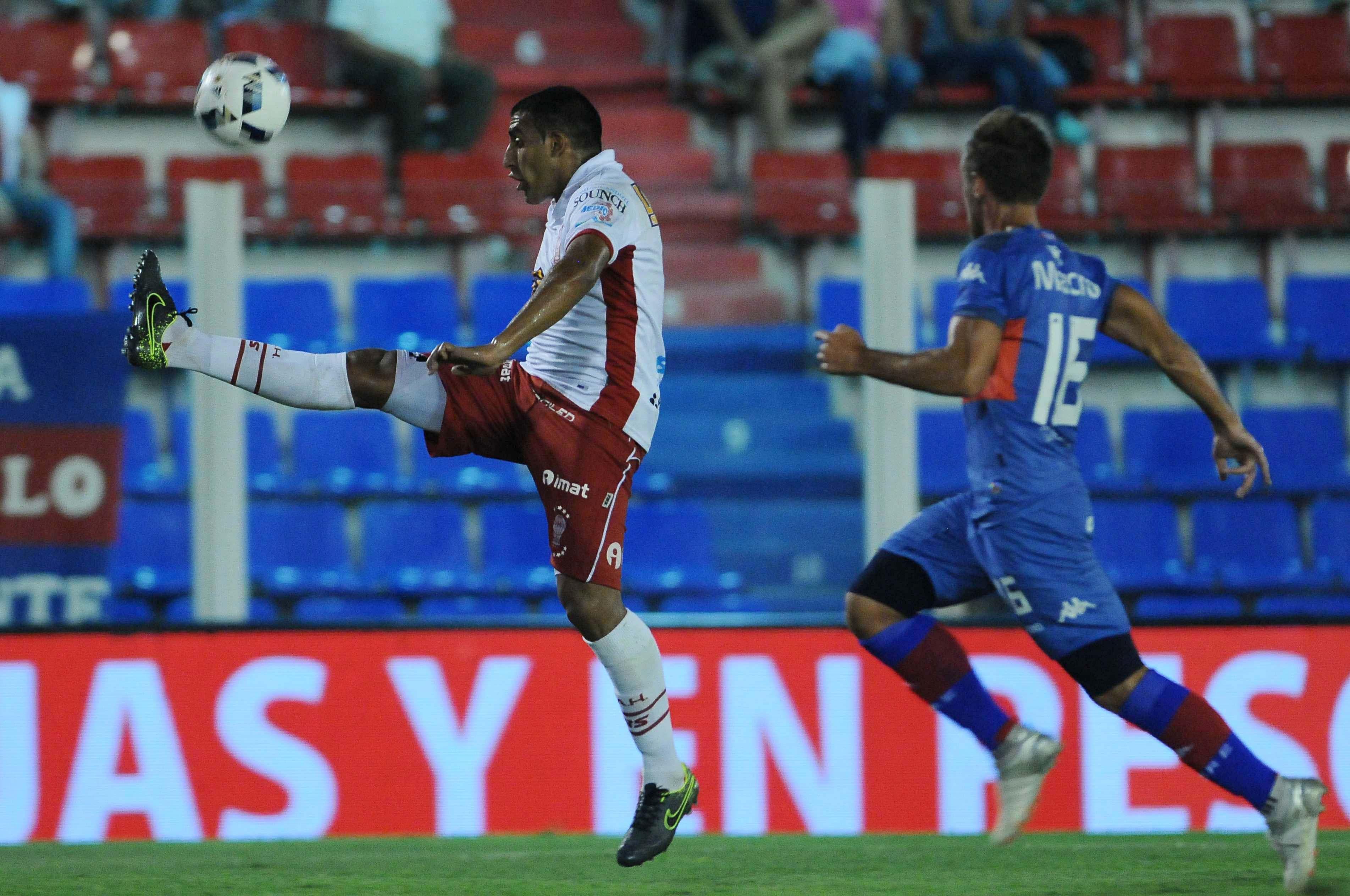 En su primer partido postergado, Huracán venció a Tigre en Victoria