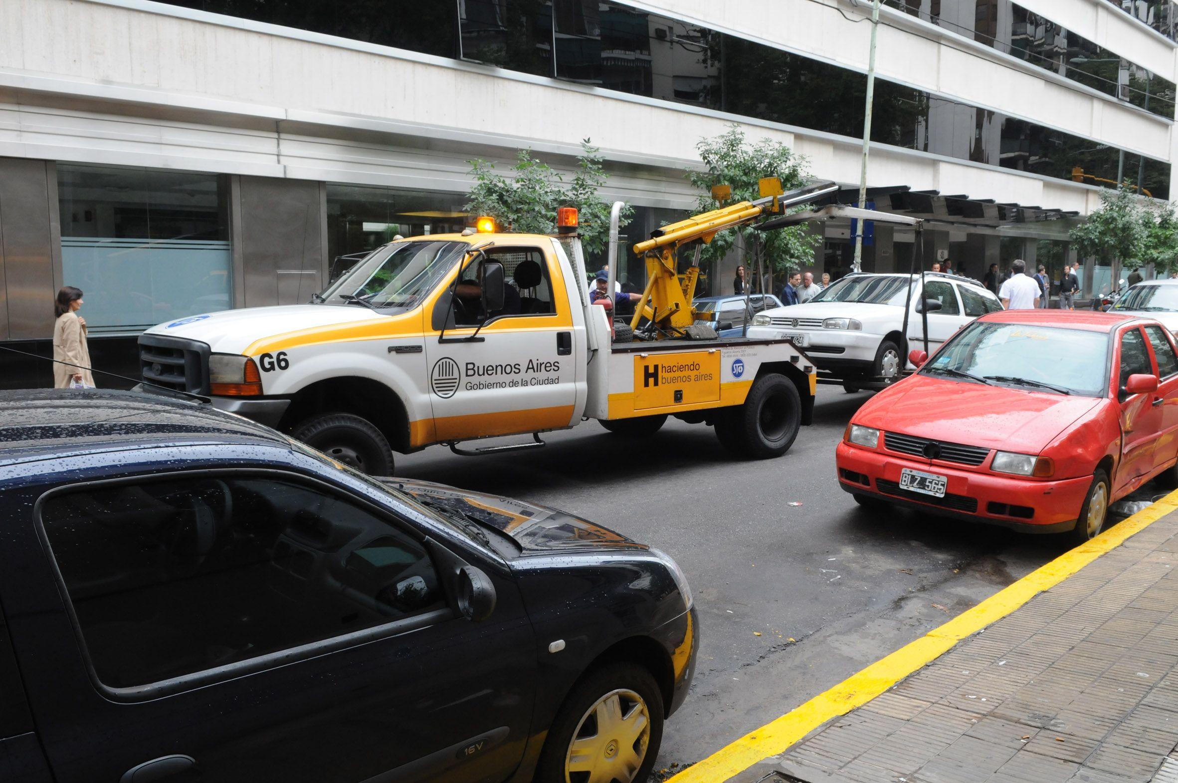 Grúas: el acarreo sube a $750 y proponen llevar la ficha de parquímetro a 8 pesos