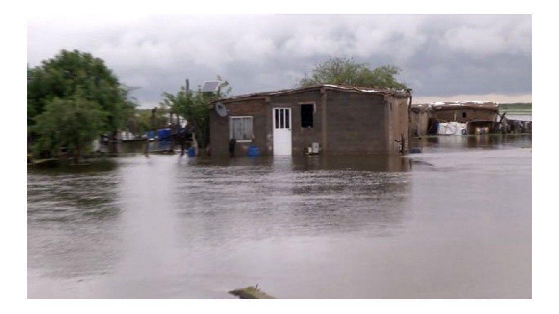 Centenares de familias afectadas por desbordes de ríos en Santiago del Estero