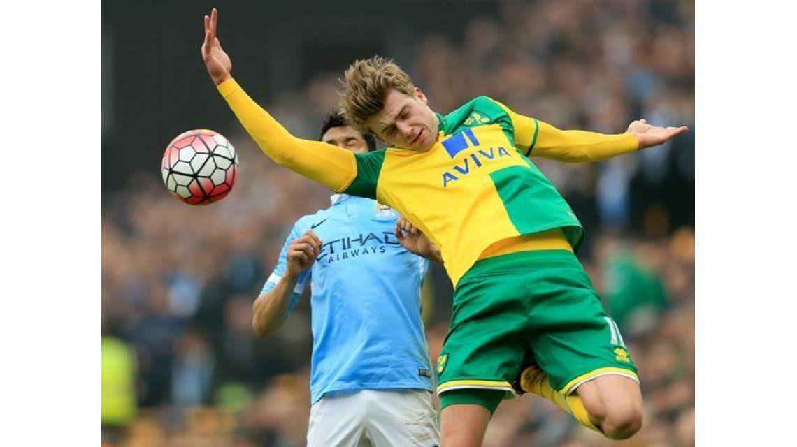 Con un Agüero errático, el Manchester City igualó sin goles ante el Norwich